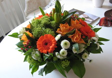 Bouquet dans les tons orange et blancs